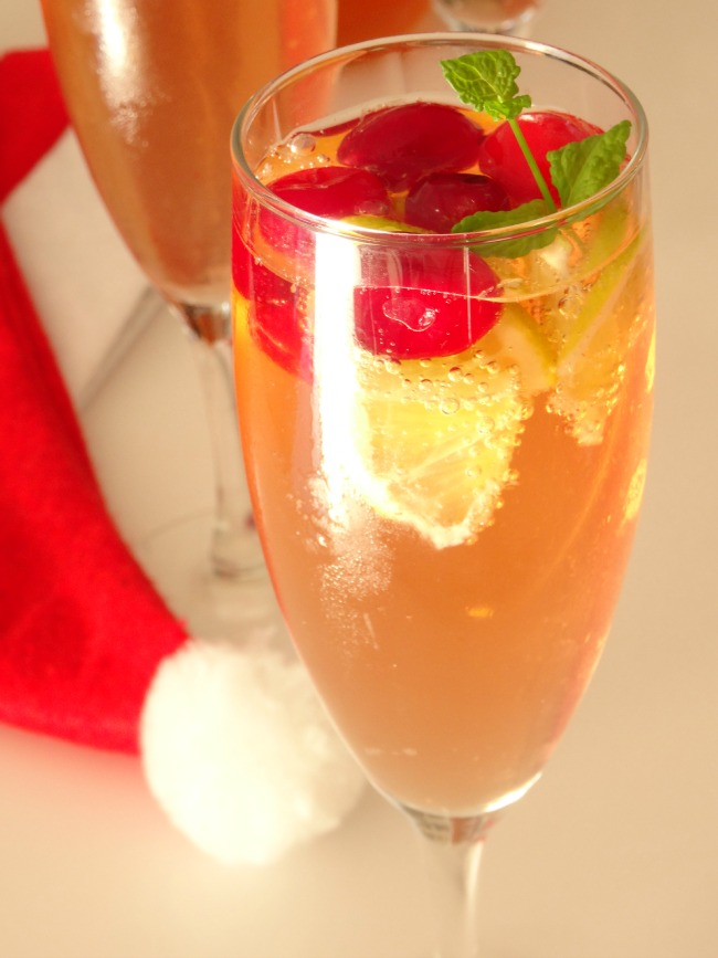 sparkling-christmas-cosmo-cocktail-recipe4